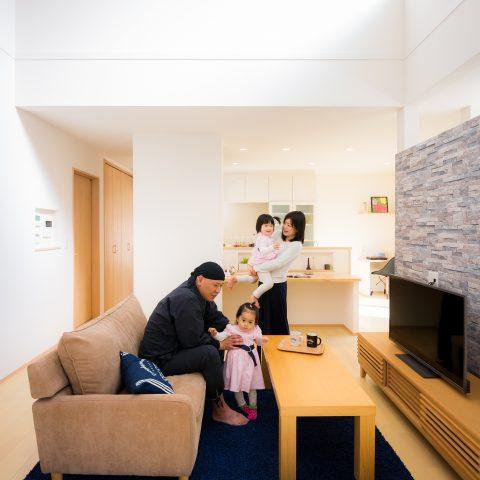 お客様の声 / きれいな空気で家族もスマイル!ZEHを超えたプラスエネルギー住宅 (新居浜市T様)