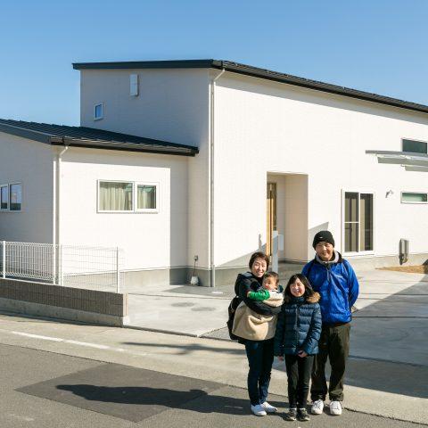 お客様の声 / いま人気の平屋!大容量、約12.39kWの太陽光発電システムで将来の暮らしも安心! (伊予市Y様)